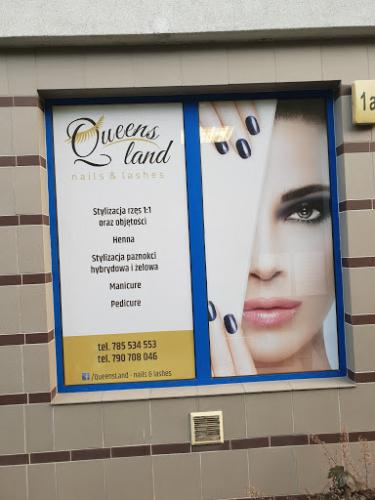 Projekt i oklejenie szyb w salonie kosmetycznym